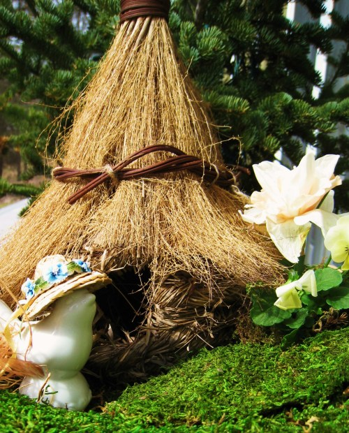 birds-and-thatched-cottage
