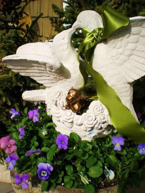 violas-birdbath-and-love-birds