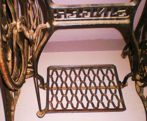 Singer Treadle FAV