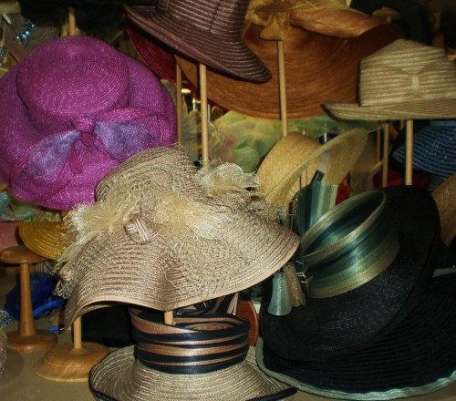 Hat Display FAV 1