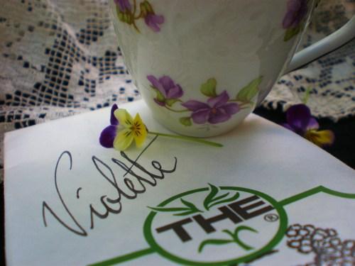 Violette tea and tea cup